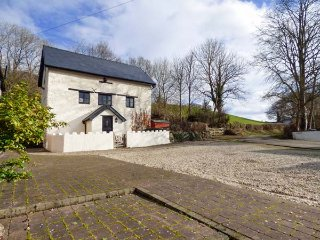 YR HEN FELIN, character features, games room, countryside views, near Corwen - Corwen vacation rentals