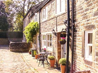 FRANCE FOLD COTTAGE, Grade II listed, cosy romantic retreat, in Honley, Holmfirth, Ref 951680 - Holmfirth vacation rentals