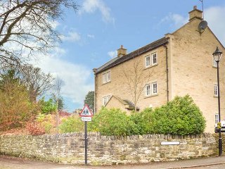 JAY'S NEST, duplex apartment, WiFi, centre of village, walks from the door, in - Eyam vacation rentals