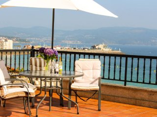 131 Stylish beachfront Apartment in Sanxenxo - Sanxenxo vacation rentals