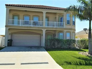 3 HOUSES TO BEACH, 6BDRM/4BA HEATED POOL, BILLIARD - South Padre Island vacation rentals