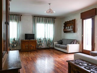 Bright 2 bedroom Province of Venice Apartment with Internet Access - Province of Venice vacation rentals