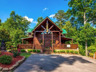 Awesome Getaway and a Theater - Gatlinburg vacation rentals