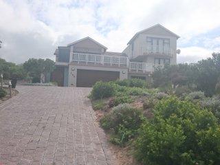 stunning 4 bedroom 4 bathroom, open plan living areas, full seaview - Mossel Bay vacation rentals