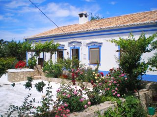 Charming Villa with Internet Access and Microwave - Guia vacation rentals