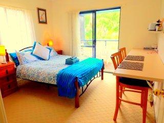 Surfemup rooms at gnarabupbeach, Margaret River, kitchenette, balcony, sleeps 4 - Gnarabup vacation rentals