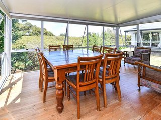 Private green oasis. Close to Auckland Airport - Takanini vacation rentals