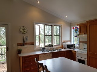 Laurel House - Stunning Apartment - Springwood vacation rentals