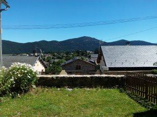 Maison de village authentique de 250 m²  avec jardin - Formiguères vacation rentals