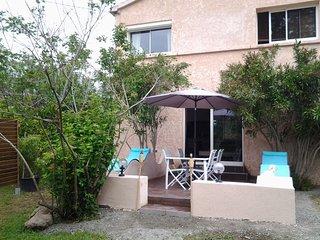 Jolie maison  2chs (4/6 pers) au calme avec jardin, piscine, 10kms Mer& Montagne - Ghisonaccia vacation rentals
