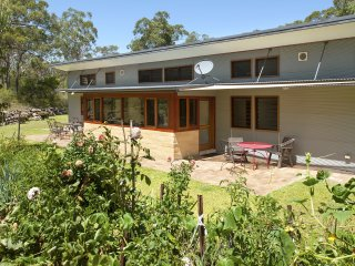 Grey Gums, a new unique, rural, ecoFriendly house - Kangaroo Valley vacation rentals