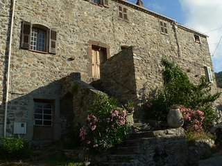 location gîtes dans un village situé entre calvi et l'ile rousse - Cateri vacation rentals