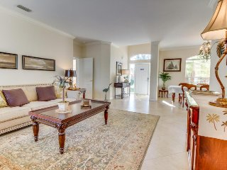 Screened-in pool, lush lakefront views, minutes to beaches! - Fort Myers vacation rentals