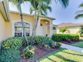 Luxury waterfront home with a private pool - close to shops and restaurants! - Fort Myers vacation rentals