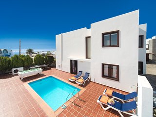 Cozy 3 bedroom Villa in Puerto Del Carmen - Puerto Del Carmen vacation rentals