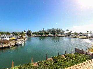 Bayfront house w/ ocean views, dock & easy beach access - dogs ok! - Marathon vacation rentals
