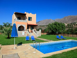Bright 2 bedroom Villa in Fragkokastello - Fragkokastello vacation rentals