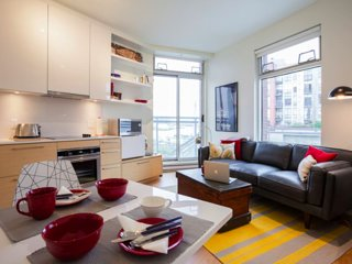 Cute & Cosy Studio with Parking & Waterfront View in Heart of Victoria - Victoria vacation rentals
