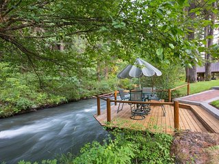 Upscale riverfront lodge w/ hot tub, firepits & game room - close to Mt. Adams! - Trout Lake vacation rentals