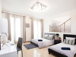 In the heart of Paris Montorgueil - 4 bedrooms apt - 180 sqm - metro in front - Paris vacation rentals