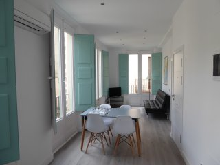 APOTEKA 1 APARTAMENT. The building retains its hearth and its reform you have ad - Figueres vacation rentals
