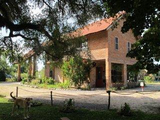 """""""CHALé ALTO"""" à Sto Domingo de Villa Soriano: CALME et JOLI APPARTEMENT sur PARC - Dolores vacation rentals"""