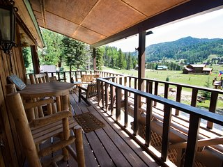 Spacious home in Red River Upper Valley. New Listing! Available Spring Break! - Red River vacation rentals