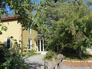 Charming 3 bedroom Bloomfield House with Internet Access - Bloomfield vacation rentals