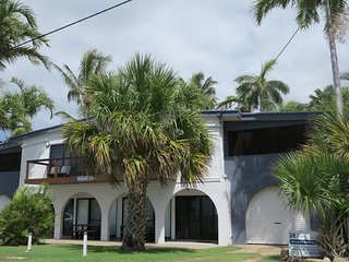 Bright 2 bedroom Nelly Bay Condo with A/C - Nelly Bay vacation rentals