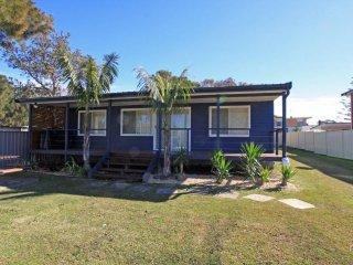 Cozy 3 bedroom Berrara House with Television - Berrara vacation rentals