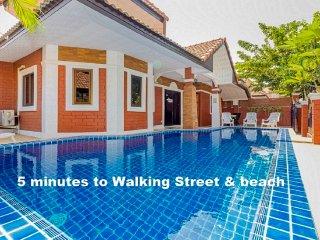 VILLA 4 CHAMBRES PROCHE WALKING STREET ET PLAGES - Pattaya vacation rentals