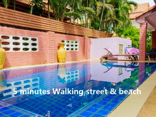 4 bedrooms villa near the beach and walking street - Pattaya vacation rentals