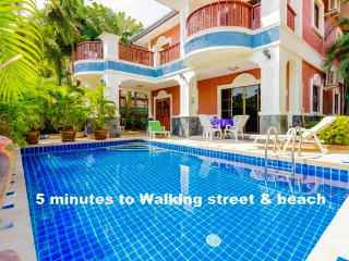 5 bedrooms villa near the beach and walking street - Pattaya vacation rentals