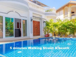 6 bedrooms villa near the beach and walking street - Pattaya vacation rentals