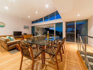 Executive Town Home - Azure Sea in Airlie Beach *WI-FI* - Airlie Beach vacation rentals