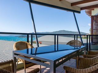 Penthouse at Waves Central - Airlie Beach WITH FOXTEL - Airlie Beach vacation rentals