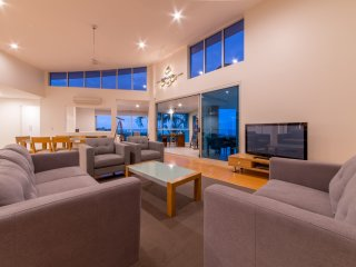 Azure Sea Executive Point Town Home - Airlie Beach *NEW LISTING* - Airlie Beach vacation rentals
