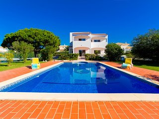 4 bedroom villa with private pool and Tennis Court - Sesmarias vacation rentals