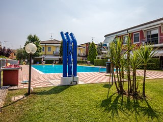 Casa Antonia - Cozy tiny duplex  CLOSE TO THE LAKE - POOL - Sirmione vacation rentals