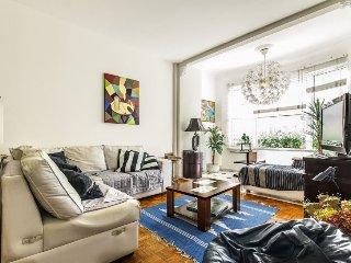 Elegant 3 bdrs apt (1 suite), 2 bath - 1 block from Copacabana beach - Close to - Rio de Janeiro vacation rentals