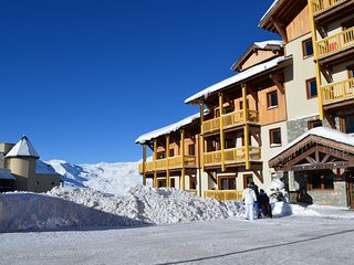 Charming Condo with Shared Outdoor Pool and Balcony - Val Thorens vacation rentals