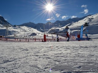 Sunny Val Thorens vacation Condo with Shared Outdoor Pool - Val Thorens vacation rentals