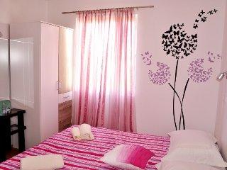 1 bedroom Apartment with Internet Access in Vrboska - Vrboska vacation rentals