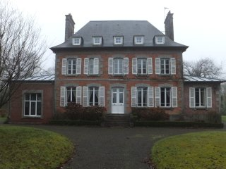 Lovely Chateau in 3 acres of gardens with heated, swimming pool & tennis court - Saint-Sauveur-la-Pommeraye vacation rentals