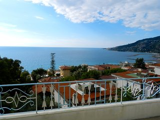 Wonderful Attic with Big Sea View Terrace in Ospedaletti - Ospedaletti vacation rentals