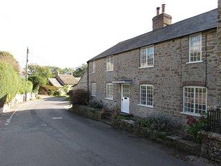 Spacious village cottage, sleeps 7, Jurassic Coast, sea 3 miles, 'Broadchurch' - Burton Bradstock vacation rentals