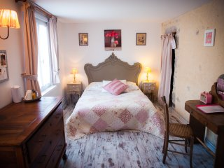 1 bedroom Bed and Breakfast with Internet Access in Tour-de-Faure - Tour-de-Faure vacation rentals