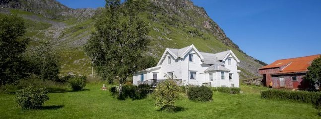 Mom's House - rustic and charming near great hiking terrain. - Leknes vacation rentals