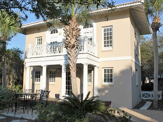 """""""Nestled Inn"""" Gated Community with Spacious Beach.  One Mile from Rosemary Beach - Carillon Beach vacation rentals"""