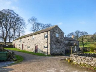 ROCK LODGE FARM, stunning detached farmhouse, countryside views, 5 bathrooms - Bakewell vacation rentals